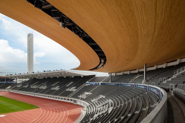 Olympiastadionin katsomot ja torni