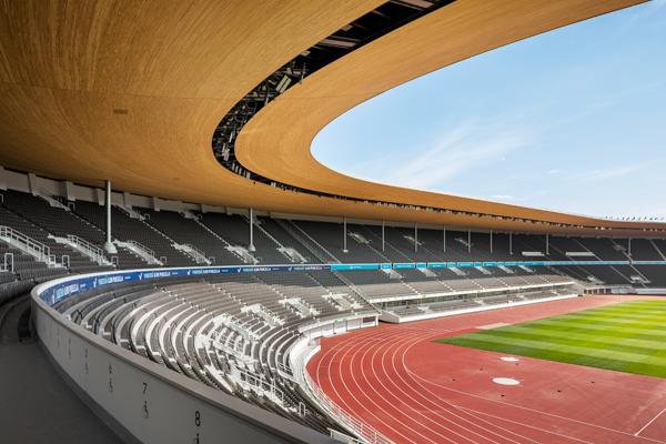 Olympiastadionin uusi katto ja katsomot