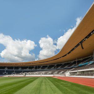Helsingin Olympiastadion nurmi ja juoksurata